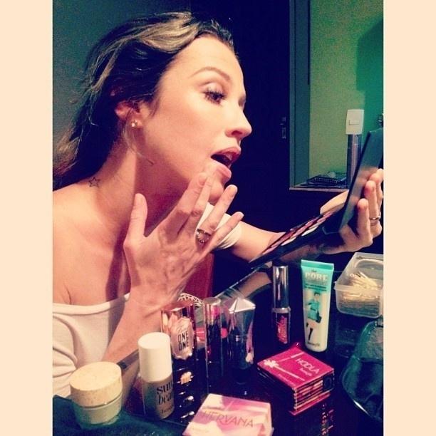 25.jul.2013 - Luana durante prova de maquiagem para o
