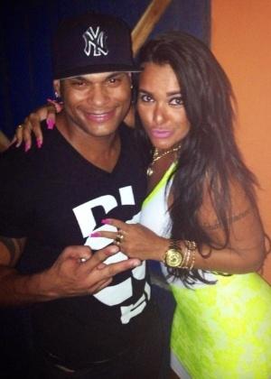 Tony Salles e Kamyla Simioni juntos em foto publicada no Facebook da mineira