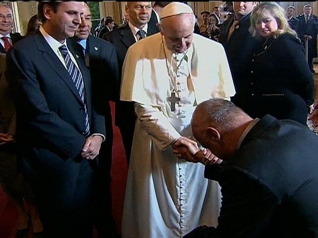 Papa Francisco abençoa o ex-atleta Oscar Schmidt