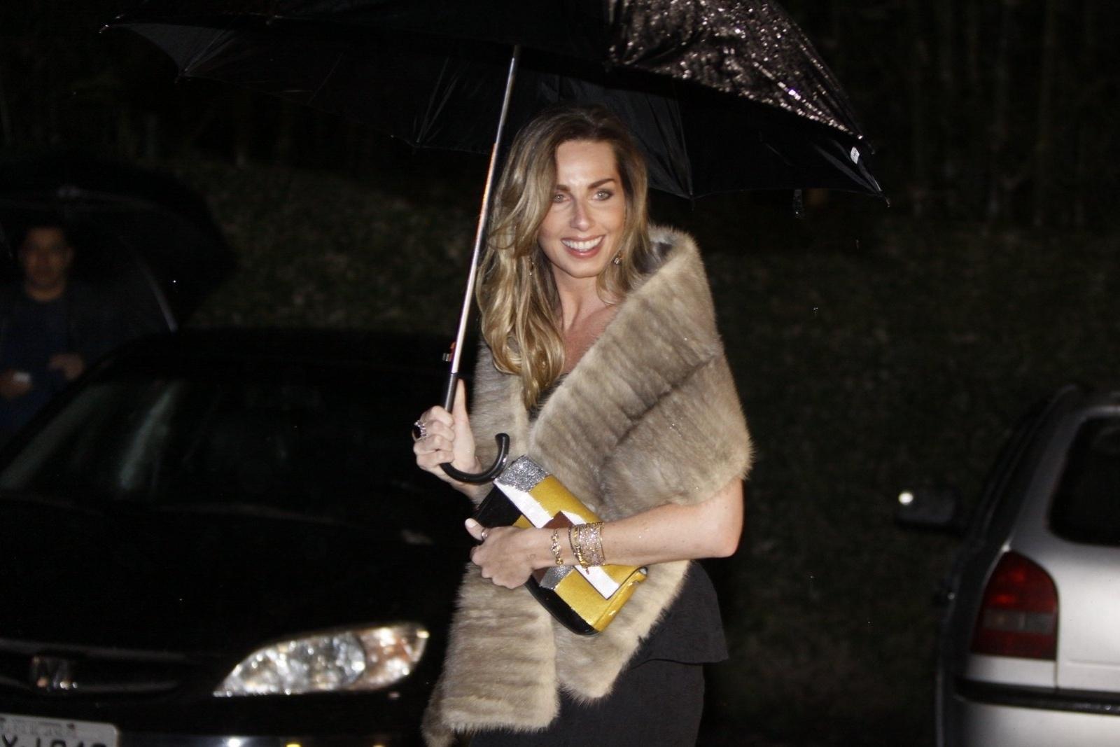 26.jul.2013 - Mariana Weickert prestigiou o casamento de Luana Piovani e Pedro Scooby. A cerimônia aconteceu nesta sexta em uma casa de festas na zona sul do Rio