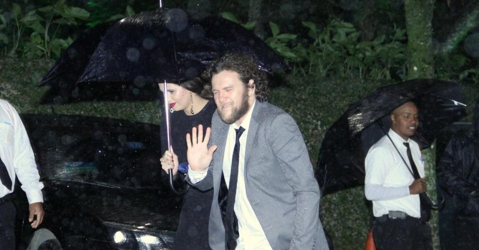 26.jul.2013 - Otto prestigiou o casamento de Luana Piovani e Pedro Scooby. A cerimônia aconteceu nesta sexta em uma casa de festas na zona sul do Rio