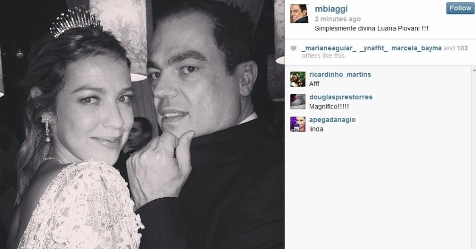 26.jul.2013 - O hair stylist Marco Antonio di Biaggi tirou foto com Luana Piovani em sua festa de casamento