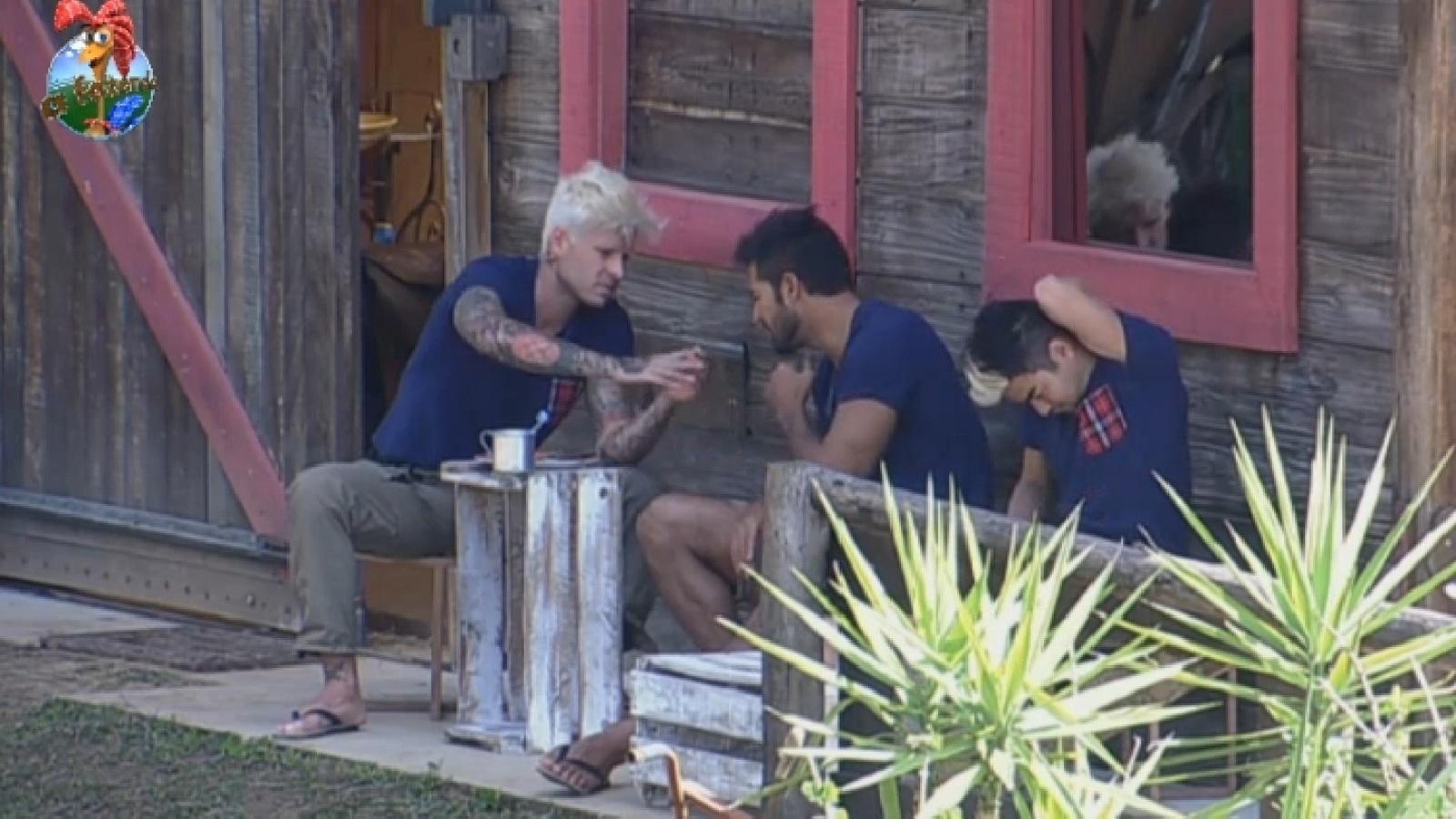 27.jul.2013 - Mateus e Beto relembram cenas de ciúmes de ex-namoradas