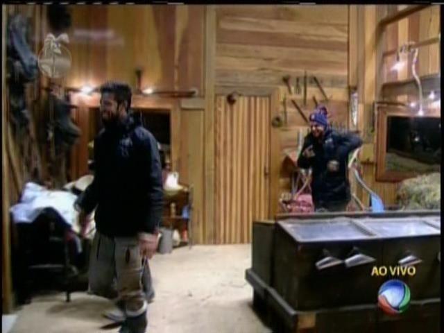 27.jul.2013 - Mateus, Yudi e Beto deixam o celeiro e voltam para a sede