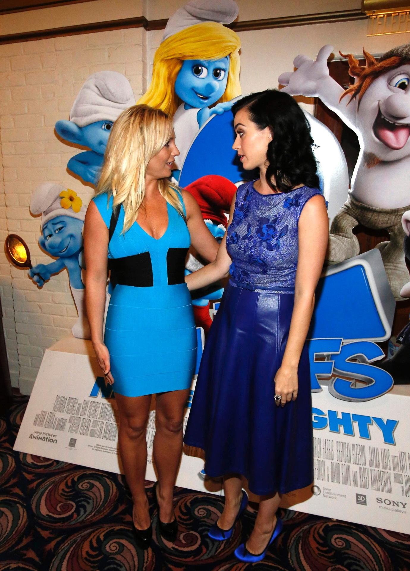 28.jul.2013 - As cantoras Britney Spears e Katy Perry se encontraram na pré-estreia do filme