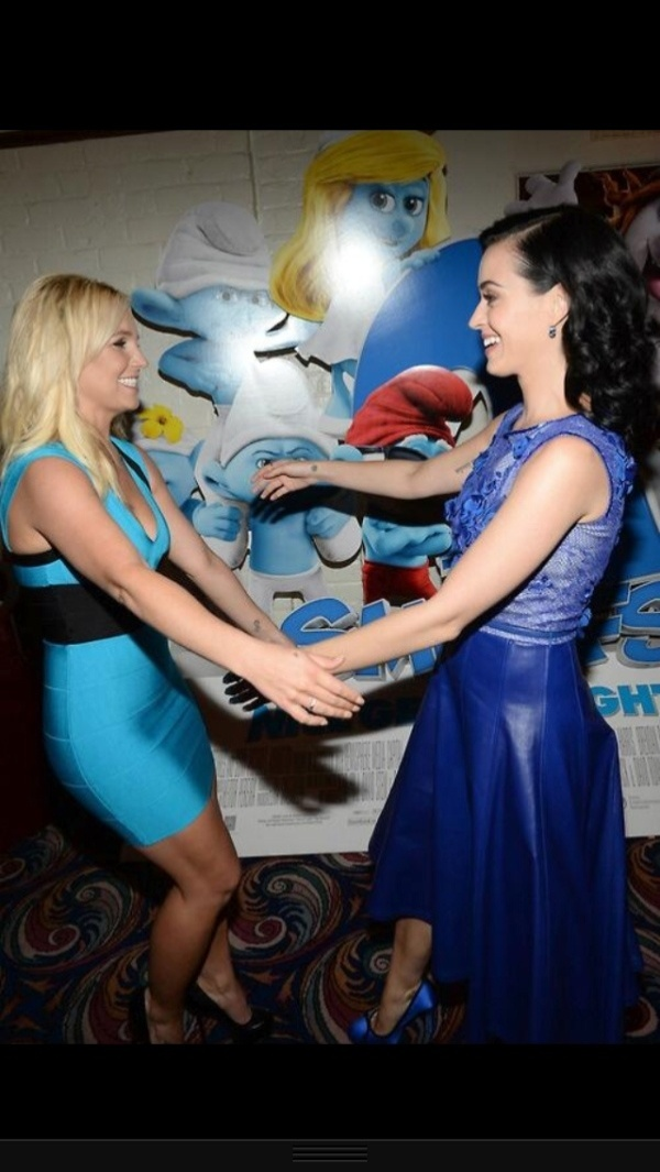 28.jul.2013 - As cantoras Britney Spears e Katy Perry se encontraram na pré-estreia do filme