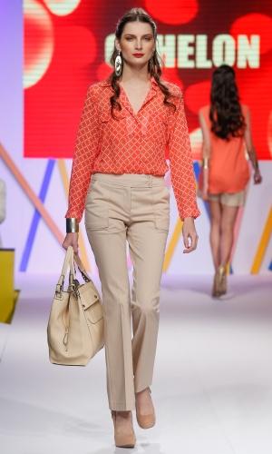 29.jul.2013 - As camisas estampadas, como a mostrada pela Cahelon continuam em alta na moda