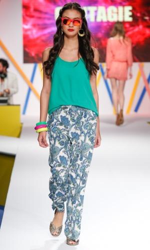 29.jul.2013 - As calças estampadas, como a da Contagie, estão em alta na moda
