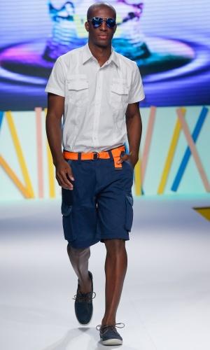 29.jul.2013 - A marca de moda masculina VLC, do Mega Polo Moda, apresentou um look casual para homens que querem incluir cores no visual de forma discreta