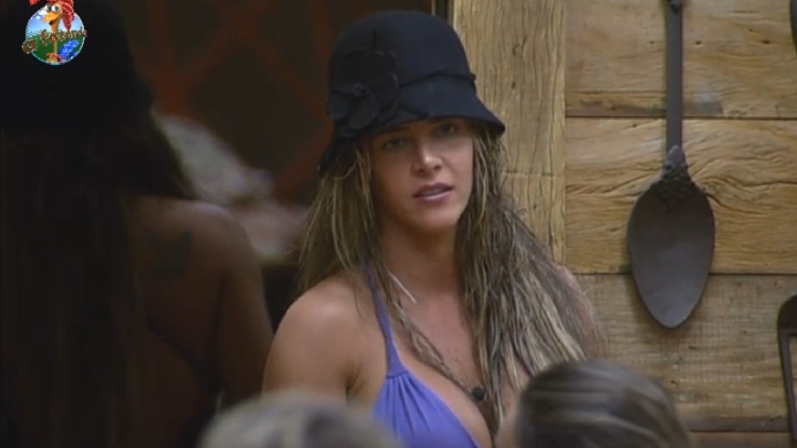 29.jul.2013 - Denise fala sobre a cor de seus cabelos. A advogada fez mechas com o auxílio de Scheila Carvalho, mas não gostou do resultado