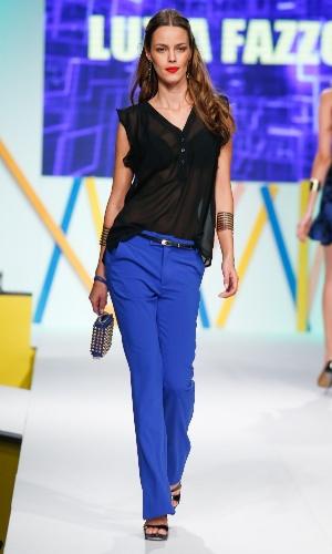 29.jul.2013 - O azul promete ser uma das cores que mais vão bombar no Verão 2014. Este look é da marca Luzia Fazzolli