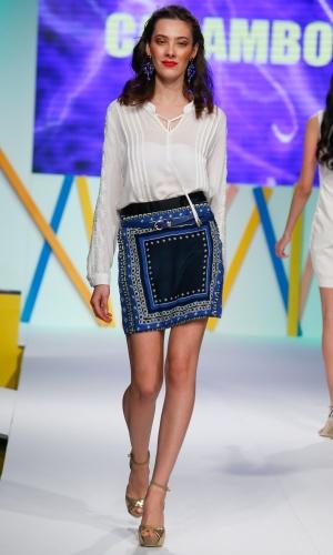 29.jul.2013 - A Carambola apresentou uma saia com estampa lenço para o Verão 2014