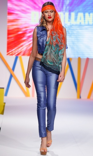 29.jul.2013 - O jeans metalizado é tendência para o Verão 2014. Este modelo é da marca Di Colliani