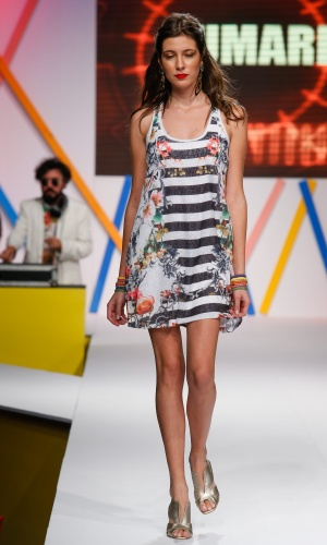29.jul.2013 - Outra tendência vista na passarela do Mega Polo Moda é a de estampas gráficas e florais, como no look da Yumarimel