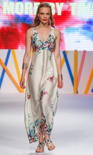 29.jul.2013 - As estampas florais, como a do vestido da More By Trimix, são um clássico do verão