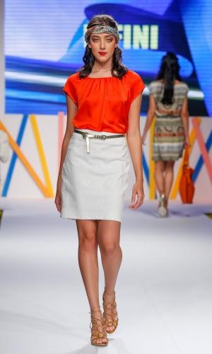 29.jul.2013 - O laranja vivo foi visto em muitos looks das marcas do Mega Polo Moda. Este é da Infini