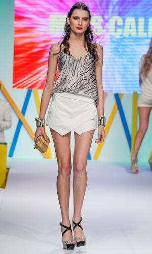 29.jul.2013 - A saia com modelagem assimétrica está em alta e foi o destaque da Miss Calla para o Verão 2014