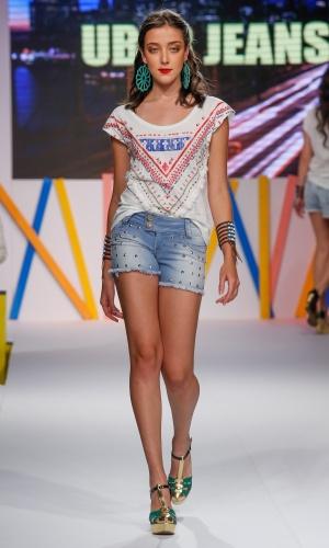 29.jul.2013 - O short jeans com aplicação de spikes foi mostrado no desfile da Uber Jeans, no Mega Polo Moda