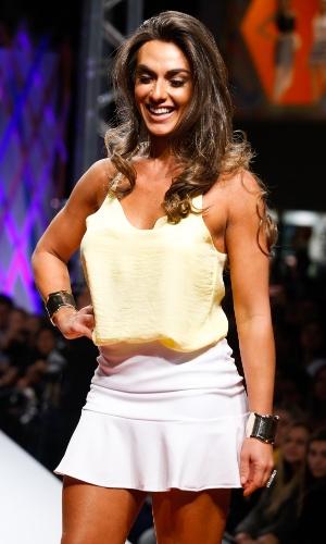 29.jul.2013 - Nicole Bahls mostra look da marca Sulmar & Tacris, de shopping atacadista do Brás, em São Paulo