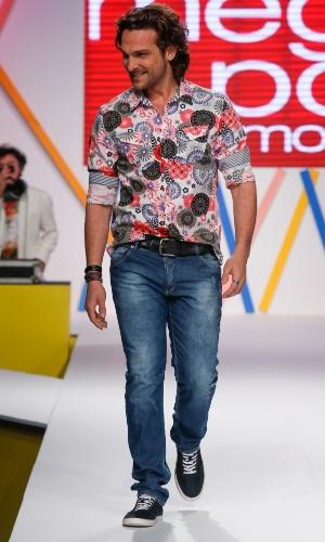 29.jul.2013 - O ator Igor Rickli desfila durante o Mega Polo Moda, organizado por shopping de moda por atacado localizado no Brás, em São Paulo. O evento dura três dias e mostra as novidades do comércio popular para a próxima estação