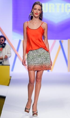 29.jul.2013 - Para o Verão 2014, a marca Curtiço apostou na saia com estampa animal colorida