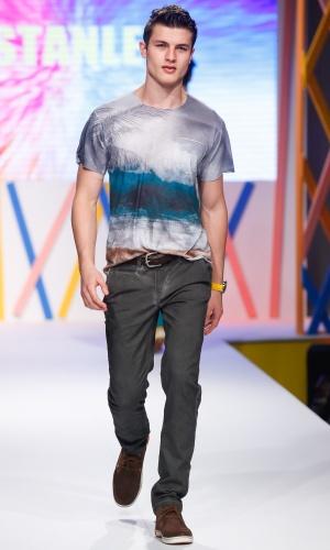 30.jul.2013 - A Stanley mostrou um look masculino com camiseta estampada