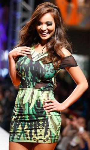 30.jul.2013 - Carol Nakamura desfila coleção de Verão 2014 em evento do Mega Polo Moda