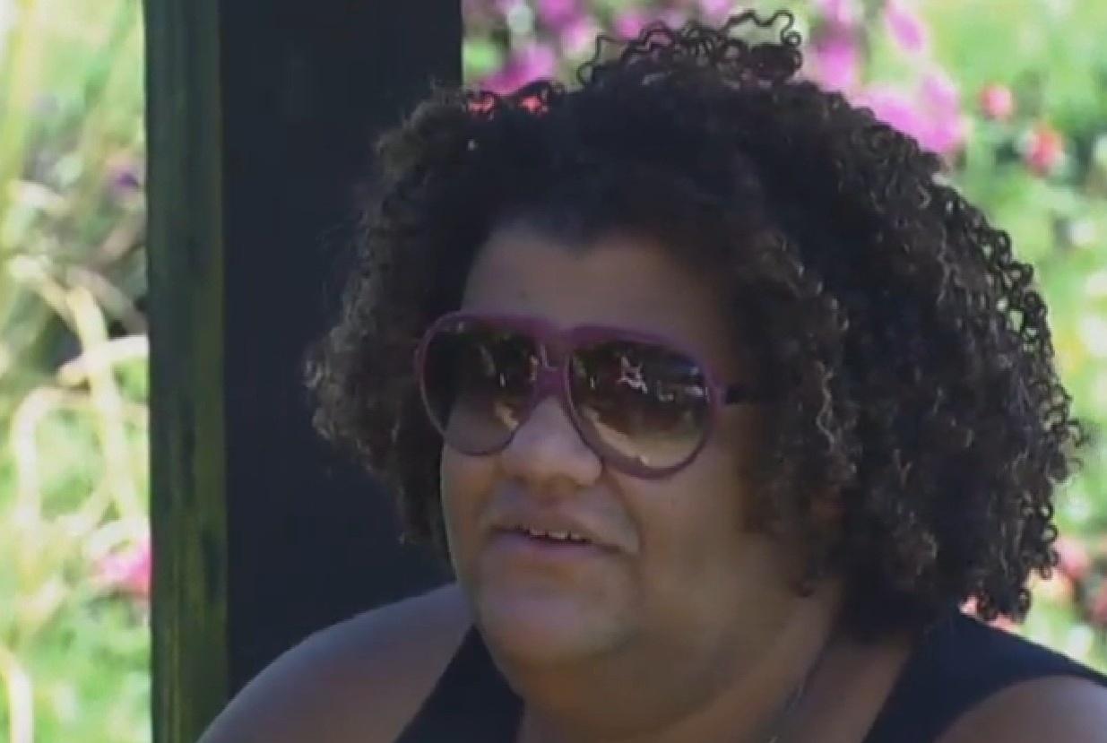 30.jul.2013 - Gominho diz a Scheila que está sentido falta das coisas de fora da fazenda
