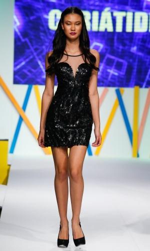 30.jul.2013 - Modelo desfila coleção da marca Cariátides em evento do Mega Polo Moda