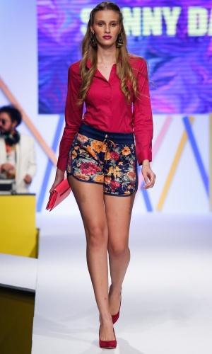 30.jul.2013 - Os shorts esportivos estampados, como este da Sunny Days, estão em alta e podem ser usados com camisa