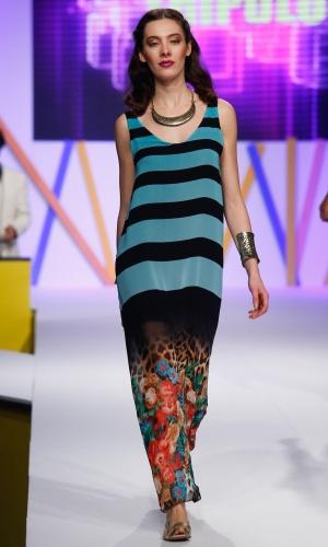 30.jul.2013 - As estampas que misturam listras e florais estão em alta. Este vestido longo é da marca Tripulo