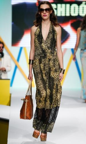 30.jul.2013 - Modelo desfila look da marca Shioó em evento do Mega Polo Moda