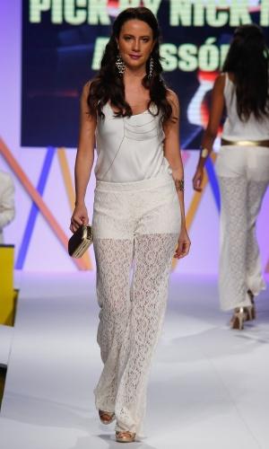 30.jul.2013 - O colar de corpo está ganhando força na moda e foi apresentado pela Pick By Nick Mega