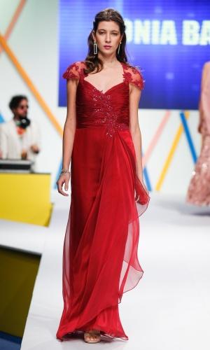 30.jul.2013 - O Mega Polo Moda também conta com vestidos de festa. Este modelo é da Sonia Baek