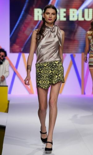 30.jul.2013 - Uma das propostas da marca Rose Blue foi combinar o short estampado com blusa de cetim