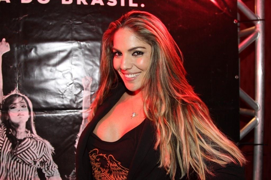 30.jul.2013 - A ex-BBB Anamara no show de Anitta na Royal, em São Paulo, parte do projeto