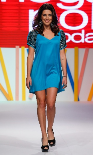 31.jul.2013 - A atriz Fernanda Paes Leme desfila no último dia de evento do shopping atacadista Mega Polo Moda
