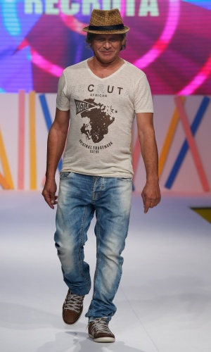 31.jul.2013 - O ator Francisco Carvalho desfila no terceiro dia do evento no shopping de atacado de moda Mega Polo Moda