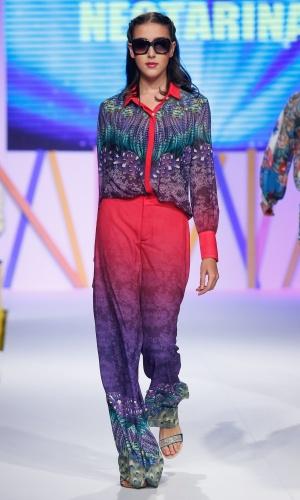 31.jul.2013 - A proposta da Nectarina no desfile do Mega Polo Moda foi trazer o look com estampas combinando