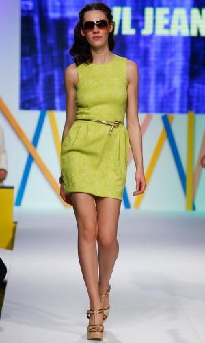 31.jul.2013 - A marca CVL Jeans apostou no verde limão para o verão