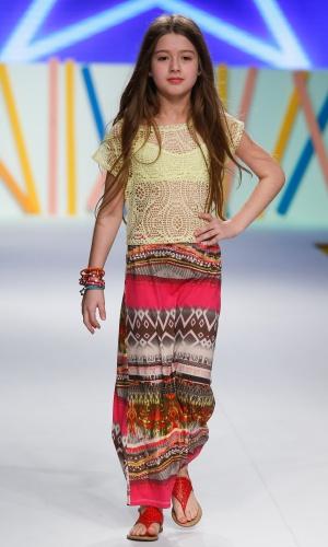 31.jul.2013 - A marca Shemil propõe o look com saia longa para crianãs