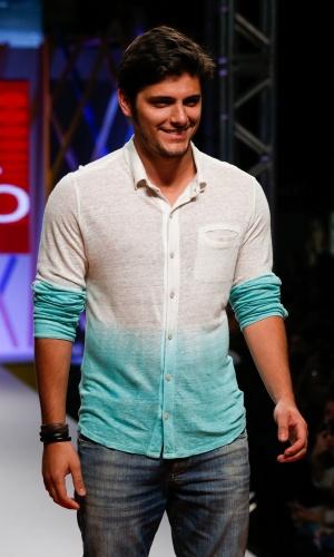 31.jul.2013 - O ator Bruno Gissoni desfila no Mega Polo Moda