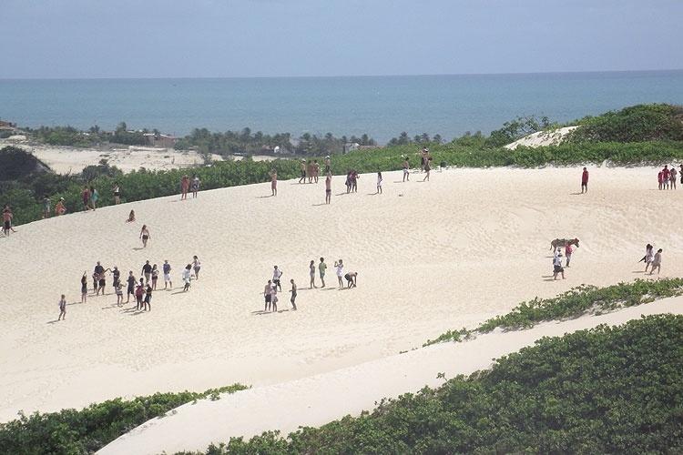 As grandes dunas de Genipabu estão no roteiro dos passeios de bugue que partem de Natal