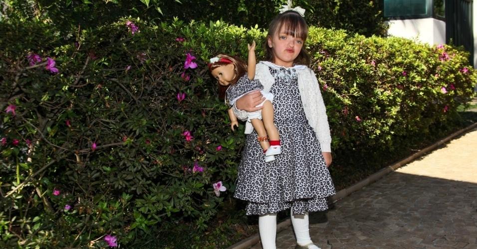 1.ago.2013- Rafaella Justus usou um vestido igual ao da sua boneca na festa dos trigêmeos de Isabella Fiorentino