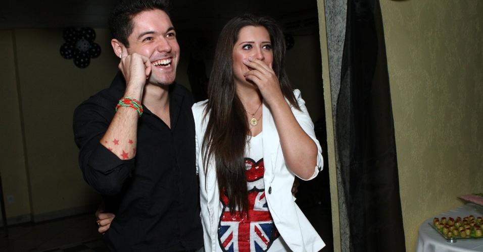 1.ago.2013 - A ex-integrante do BBB 13 estava acompanhada do namorado, o também ex-BBB Nasser Rodrigues, assim como sua mãe Rosângela e sua irmã Suellen