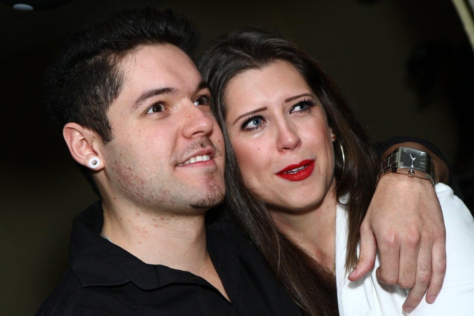 1.ago.2013 - Andressa se emociona ao receber festa de aniversário no Rio de Janeiro. A ex-BBB completa 24 anos