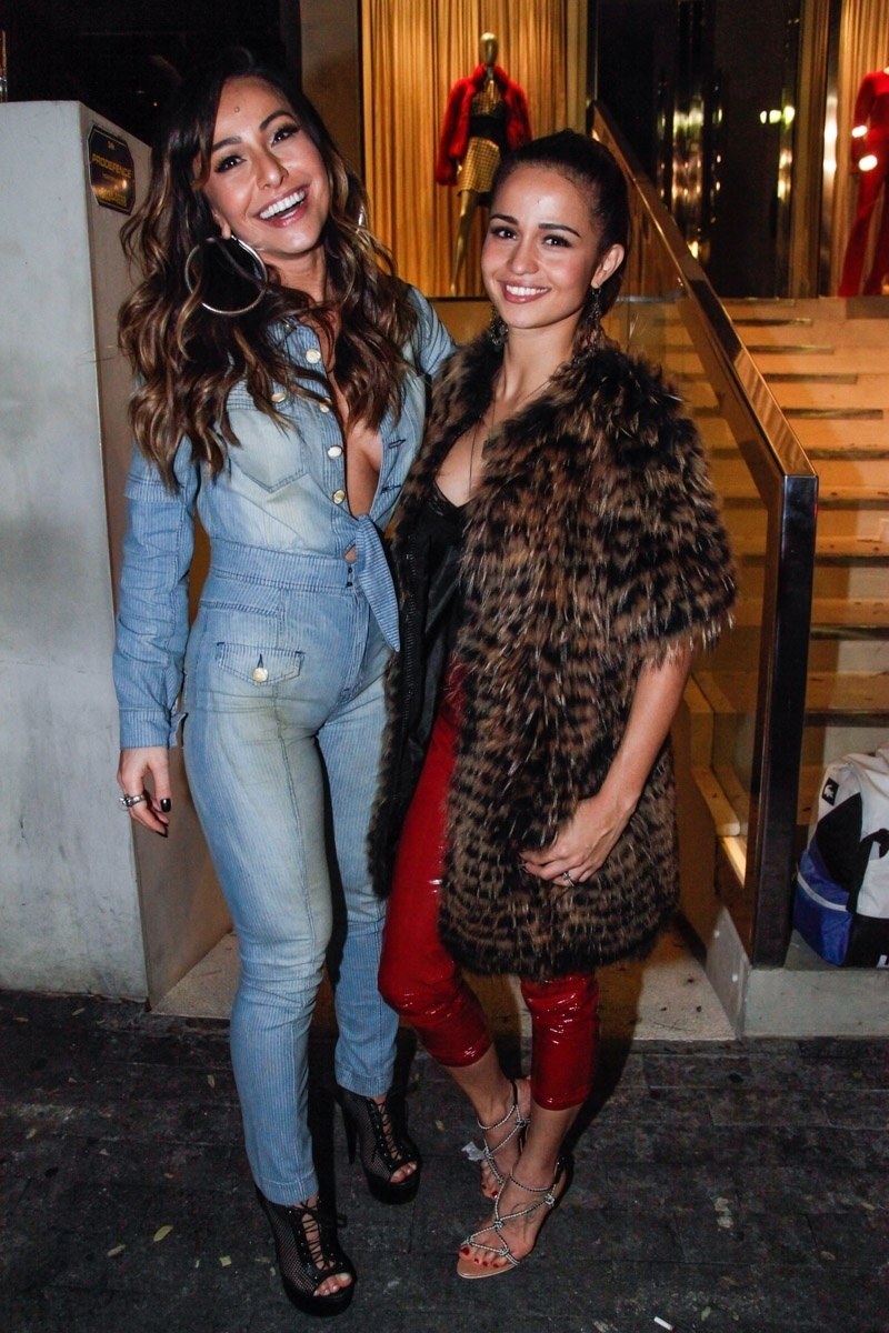 Nanda Costa com Sabrina Sato na festa de aniversário do diretor de