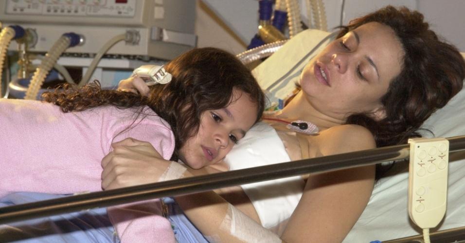 Bruna Marquezine e Vanessa Gerbelli em cena de