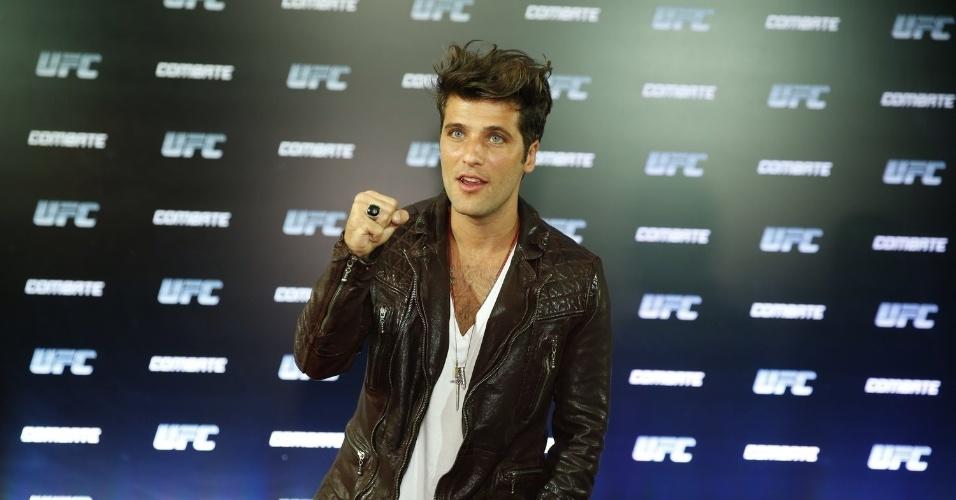 3.ago.2013 - O ator Bruno Gagliasso na chegada ao evento