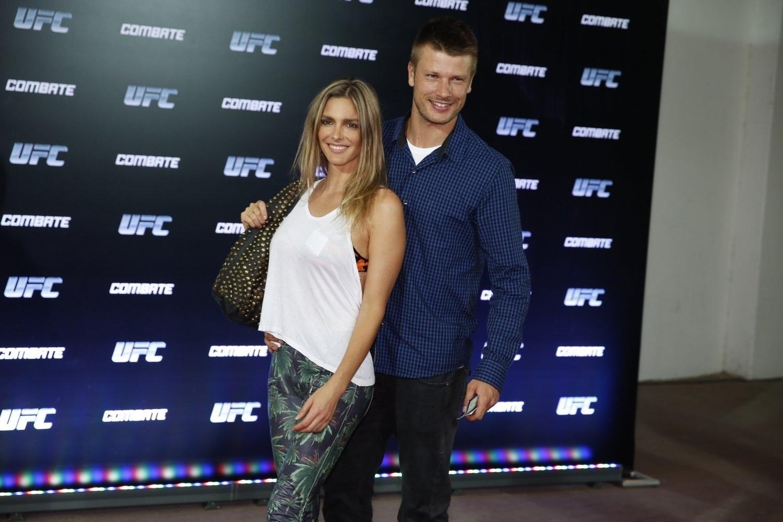 3.ago.2013 - O casal Fernanda Lima e Rodrigo Hilbert na entrada do evento
